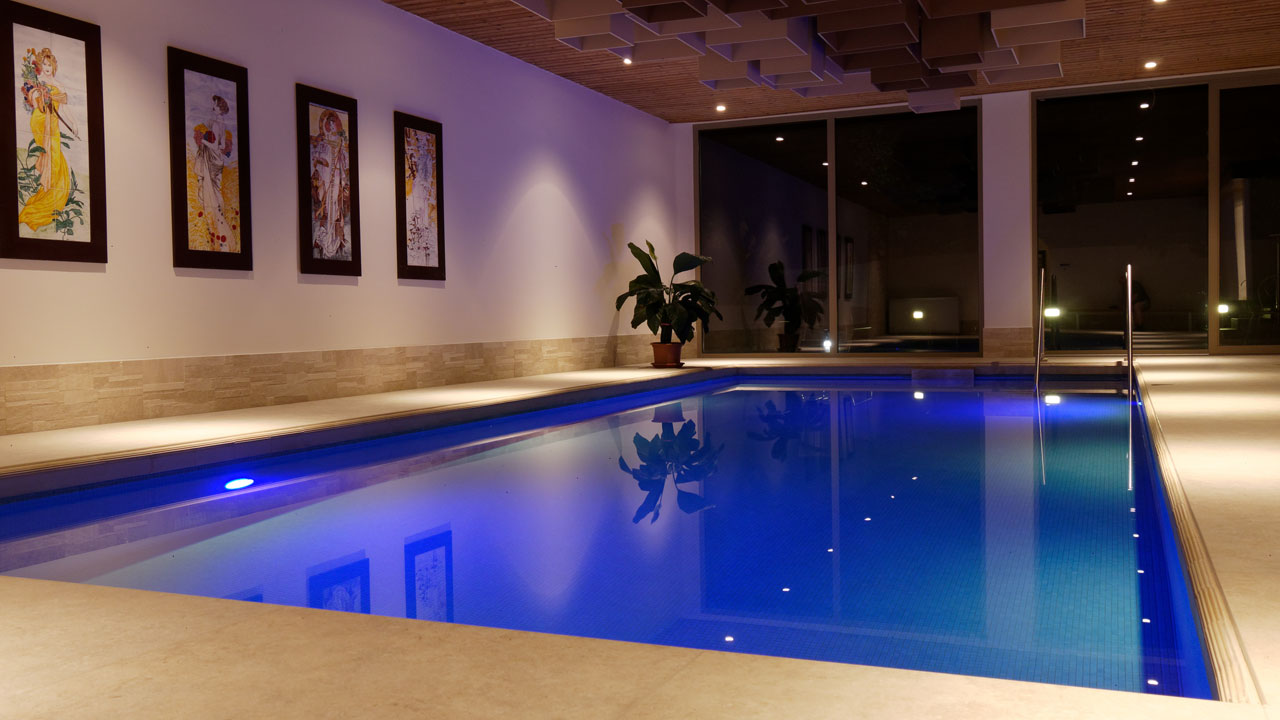 indoorpool01.jpg